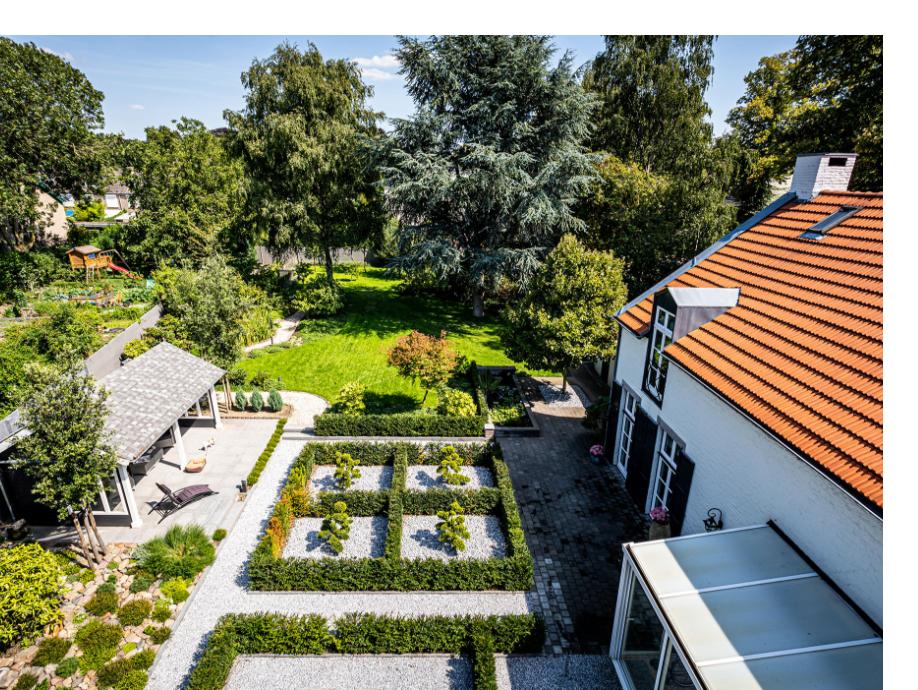 Bovenaanzicht van een tuin, ontworpen en aangelegd door BTA Groen
