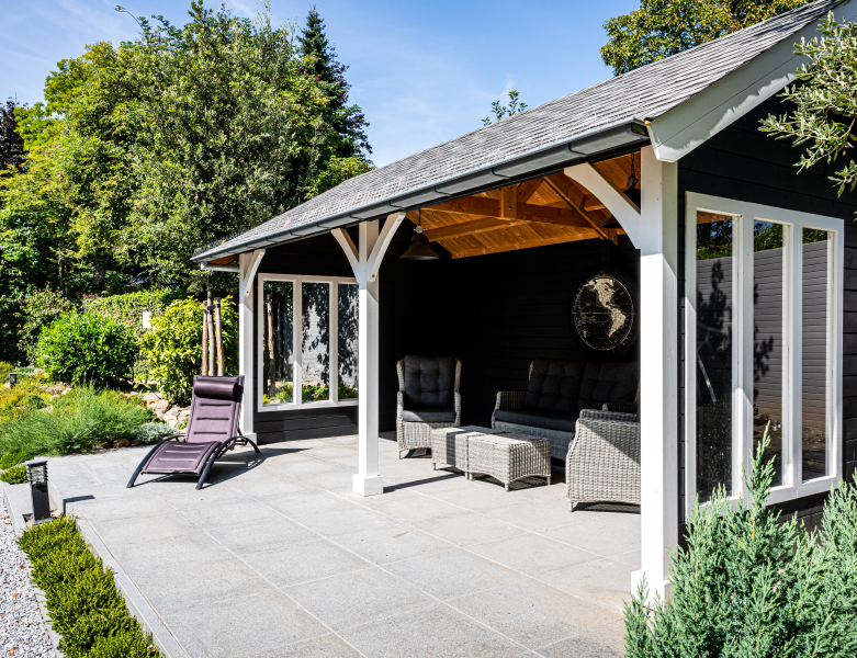 Sfeervolle pergola in landelijke tuin in Maastricht - BTA Groen